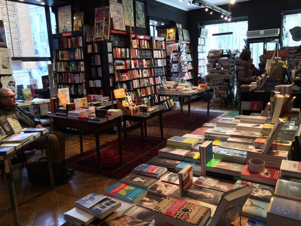 Libreria internazionale luxemburg gi libreria casanova for Mobili librerie torino