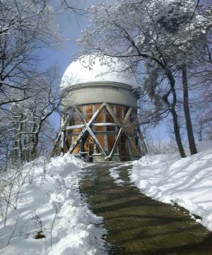 Cupola del telescopio riflettore astrometrico REOSC, attivo dai primi anni '70 del Novecento