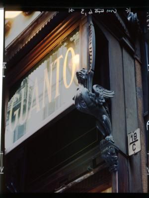 Moda del guanto, insegna (part.), 1998© Regione Piemonte