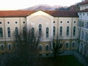 Scuola Media Altiero Spinelli vista dal cortile. Archivio della scuola