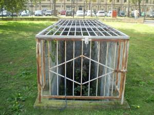 L'ingresso al rifugio antiaereo nel cortile. Fotografia di Giuseppe Beraudo, 2009.