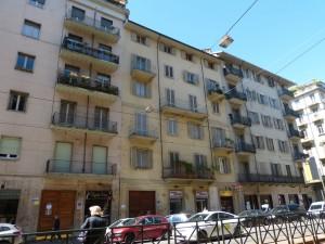 Edificio di civile abitazione e negozi in Via Cibrario 23