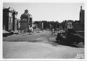 Cimitero Monumentale, Corso Novara (già Corso Tortona 76-78). Effetti prodotti dai bombardamenti dell'incursione aerea del 13 luglio 1943. UPA 3661_9E01-54. © Archivio Storico della Città di Torino/Archivio Storico Vigili del Fuoco