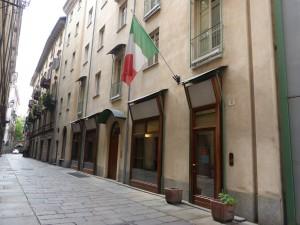 Edificio ad uso abitazione e negozi in via Cappel Verde 5