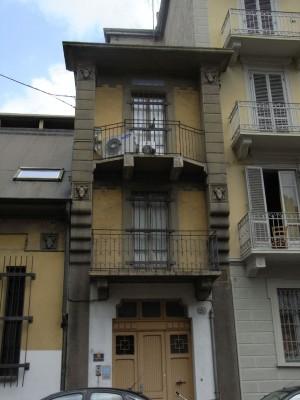Casa del custode del complesso bagni - lavatoi di Borgo San Donato con ingresso su via Miglietti. Fotografia L&M, 2011
