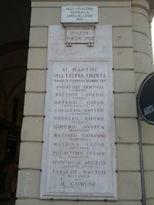 Lapide in piazza XVIII dicembre. Fotografia di Paola Boccalatte, 2011. © MuseoTorino