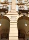 Lapide dedicata a Luigi Cibrario sul palazzo in piazza della Repubblica 4/L. Fotografia di Maria Paola Soffiantino, 2019