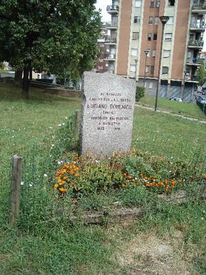 Lapide posta all'angolo fra via San Donato e via Martinetto, dedicata a Domenico Luciano.Fotografia di Carlo Pigato, 2010
