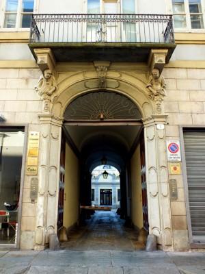 Casa Piovano in via Maria Vittoria 6, portale. Fotografia di Paola Boccalatte, 2014. © MuseoTorino
