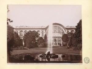 Stazione di Porta Nuova, facciata vista dai giardini di piazza Carlo Felice. © Archivio Storico della Città di Torino.