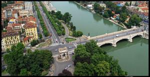 Veduta del ponte Umberto I (2). Fotografia di Michele D'Ottavio, 2009. © MuseoTorino.