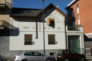 Casa di abitazione via Santhià 43