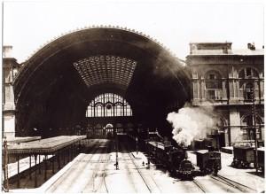 Stazione di Porta Nuova, veduta della copertura metallica lato rotaie. © Archivio Storico della Città di Torino