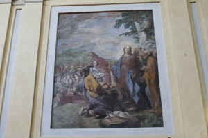 Charles Andrée van Loo (1705-1765), Moltiplicazione dei pani e dei pesci, 1732-1733, affresco nel coro della chiesa di Santa Croce. Fotografia di Francesca Romana Gaja, 2011-2012