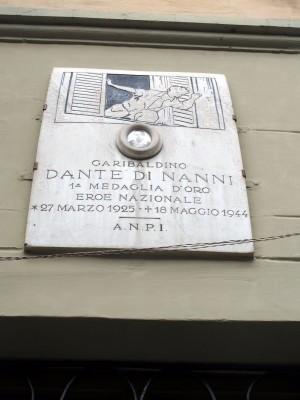 Lapide dedicata a Dante Di Nanni, in via San Bernardino 14, posta dall'Anpi. Fotografia di Sergio D'Orsi, 2013