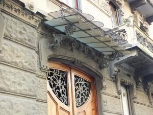 Edificio residenziale in via duchessa Jolanda 19, 21, particolare della tettoia all'ingresso. Fotografia di Paola Boccalatte, 2014. © MuseoTorino