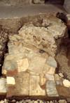 Resti della parete absidale della chiesa del Salvatore e pavimento della cripta romanica. © Soprintendenza per i Beni Archeologici del Piemonte e del Museo Antichità Egizie.