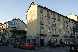Casa di abitazione piazza Crispi ang. corso Vigevano 2