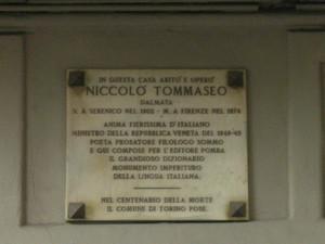 Lapide dedicata a Niccolò Tommaseo, autore del Dizionario della lingua italiana