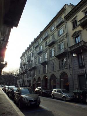 Casa da reddito in via Della Rocca 12