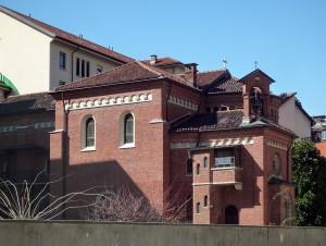 Istituto Povere Figlie di San Gaetano e Santuario Cristo Re, da via Baldissero. Fotografia di Fabrizio Diciotti, 2014