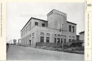 Ferriere Fiat Ingest:immagine d'archivio della sottostazione elettrica di via Valdellatorre. Fotografia Archivio Storico Fiat, Sezione Ferriere, Impianti realizzati nel 1946 + 1963