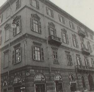 Casa da reddito in via Della Rocca 19