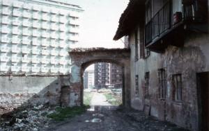 Cascina Giaione prima della ristrutturazione. Fotografia degli anni Sessanta del Novecento © EUT 2