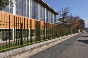 Scuola media statale Francesco Jovine. Fotografia di Mauro Raffini, 2010. © MuseoTorino