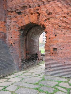 Porta Palatina, particolare di uno dei fornici minori. © Soprintendenza per i Beni Archeologici del Piemonte e del Museo Antichità Egizie