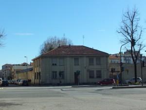 Edificio in corso Lecce di pertinenza della caserma Carlo Amione. Fotografia di Paola Boccalatte, 2014. © MuseoTorino