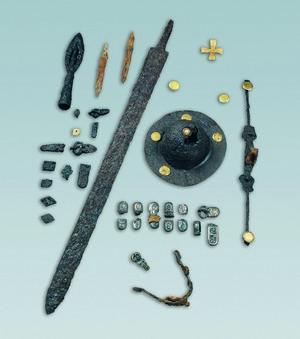 Corredo della tomba di cavaliere n. 53, 610-630 circa. © Soprintendenza per i Beni Archeologici del Piemonte e del Museo Antichità Egizie.