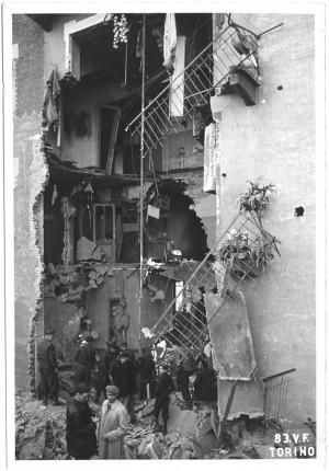 Corso Spezia. Effetti prodotti dai bombardamenti dell'incursione aerea dell'8 novembre 1943. UPA 4128_9E04-18. © Archivio Storico della Città di Torino/Archivio Storico Vigili del Fuoco