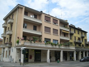 Edificio a uso abitazione e negozi in corso Moncalieri 254