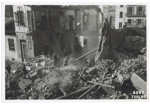 Crollo di edifici in Via Pietro Giuria. Effetti prodotti dai bombardamenti dell'incursione aerea dell'8 novembre 1943. UPA 4108_9E03-55. © Archivio Storico della Città di Torino/Archivio Storico Vigili del Fuoco