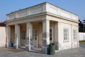 Edificio già di servizio all'area mausoleo Bela Rosin, sede ecomuseo EUT 10. Fotografia di Elena Piaia, 2017