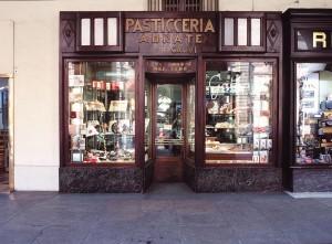 Pasticceria Abrate,esterno. Fotografia di Marco Corongi, 2001 ©Politecnico di Torino