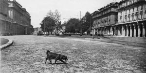 Piazza Statuto acciottolata, ripresa da via Garibaldi, 1950 © Archivio Storico della Città di Torino (GDP sez I 640_022)