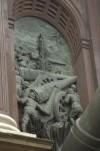 Arco trionfale dedicato all'Arma dell'Artiglieria con monumento all'Artigliere, particolare. Fotografia di Giuseppe Caiafa, 2011