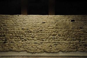 I resti delle mura romane all'interno del Museo Egizio (2). Fotografia di Paolo Gonella, 2010. © MuseoTorino.