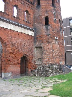 La Porta Palatina, particolare della torre occidentale, © Soprintendenza per i Beni Archeologici del Piemonte e del Museo Antichità Egizie.