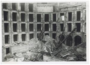 Teatro di Torino (già Scribe), Via Montebello 5.  Effetti prodotti dai bombardamenti dell'incursione aerea dell'8 dicembre 1942. UPA 2695D_9C05-04. © Archivio Storico della Città di Torino