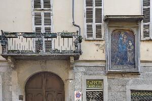Dipinto in via del Carmine 8. Fotografia di Ravani & Ficarra per Associazione Volarte