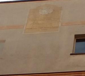 Orologio solare, Municipio, Cortile del Burro