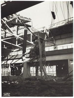 """s.l., """"[...] foto n. 3 = FIAT AUTOCENTRO – Stabilimenti di Mirafiori = […] capannone fonderia [...]"""". Effetti prodotti dall'incursione aerea del 18-19 novembre 1942. UPA 1673D_9A06-34. © Archivio Storico della Città di Torino"""