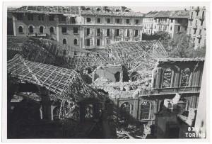 Corso Palestro 1 bis. Biblioteca civica. Effetti prodotti dai bombardamenti dell'incursione aerea dell'8 agosto 1943. UPA 3802_9E02-14. © Archivio Storico della Città di Torino/Archivio Storico Vigili del Fuoco