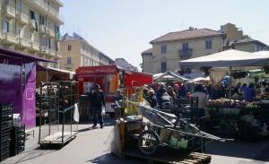 Piazza Foroni, mercato. Fotografia di Luca Davico, 2017 in www.immaginidelcambiamento.it