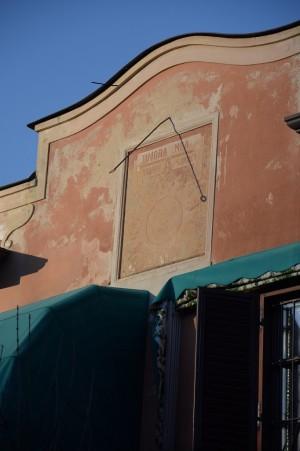 Orologio solare, palazzina via Q. Sella, 10