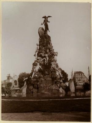 Luigi Belli, Monumento al traforo del Frejus, 1879. Fotografia di Mario Gabinio, 1910 ca. © Fondazione Torino Musei - Archivio fotografico.