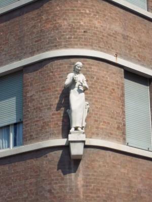 Umberto Baglioni, Casa Riva, 1932. Particolare di figura femminile. Fotografia L&M, 2011.